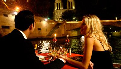 agent luxe luxury in paris bateau mouche dinner cruise in paris. Black Bedroom Furniture Sets. Home Design Ideas