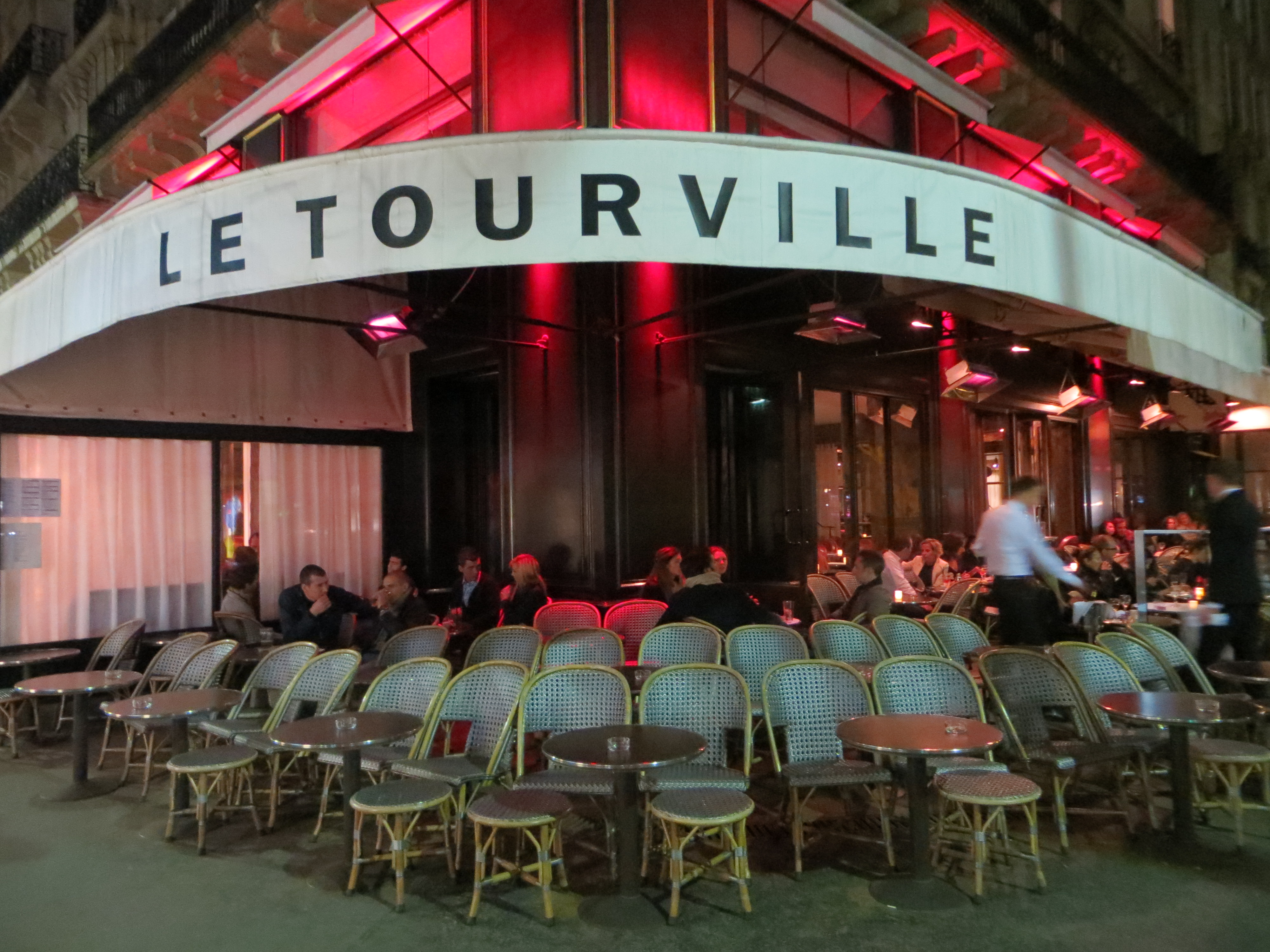 le tourville a costes restaurant in the 7eme agent luxe luxury in paris. Black Bedroom Furniture Sets. Home Design Ideas