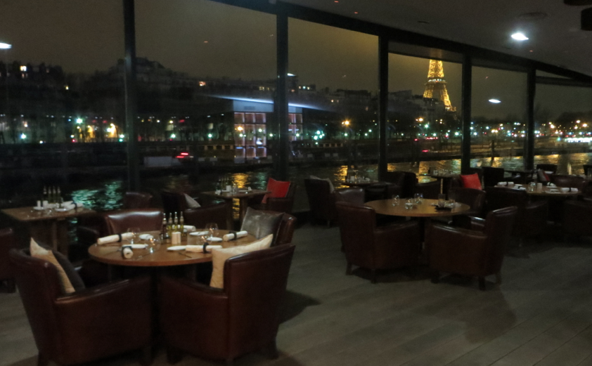 Bateau Mouche view eiffeltower restaurant