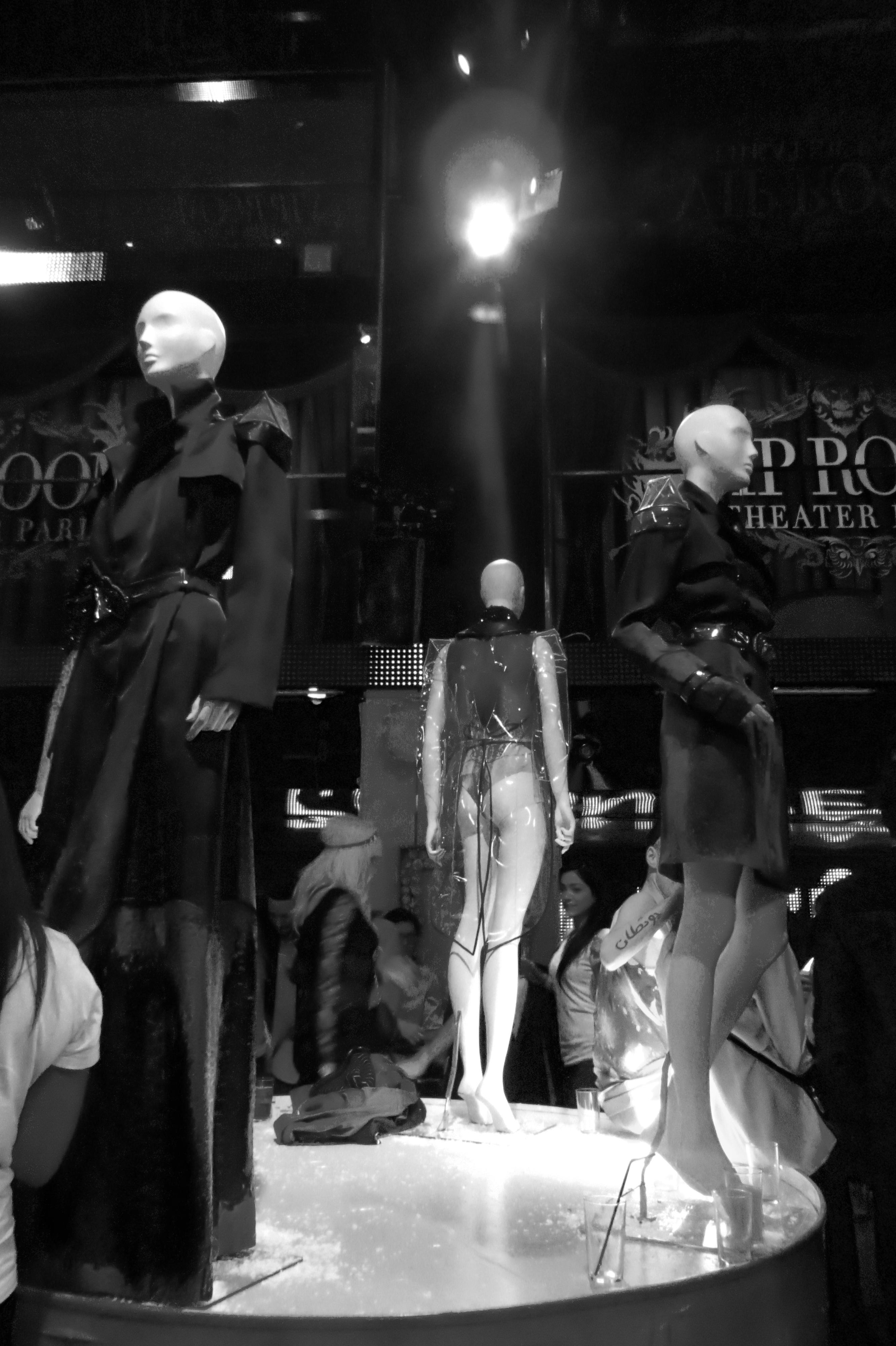 On Aura Tout Vu, Fashion party