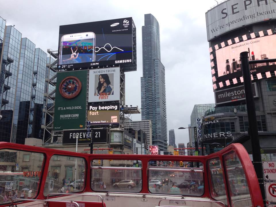 Toronto city centre - hop on and off bus