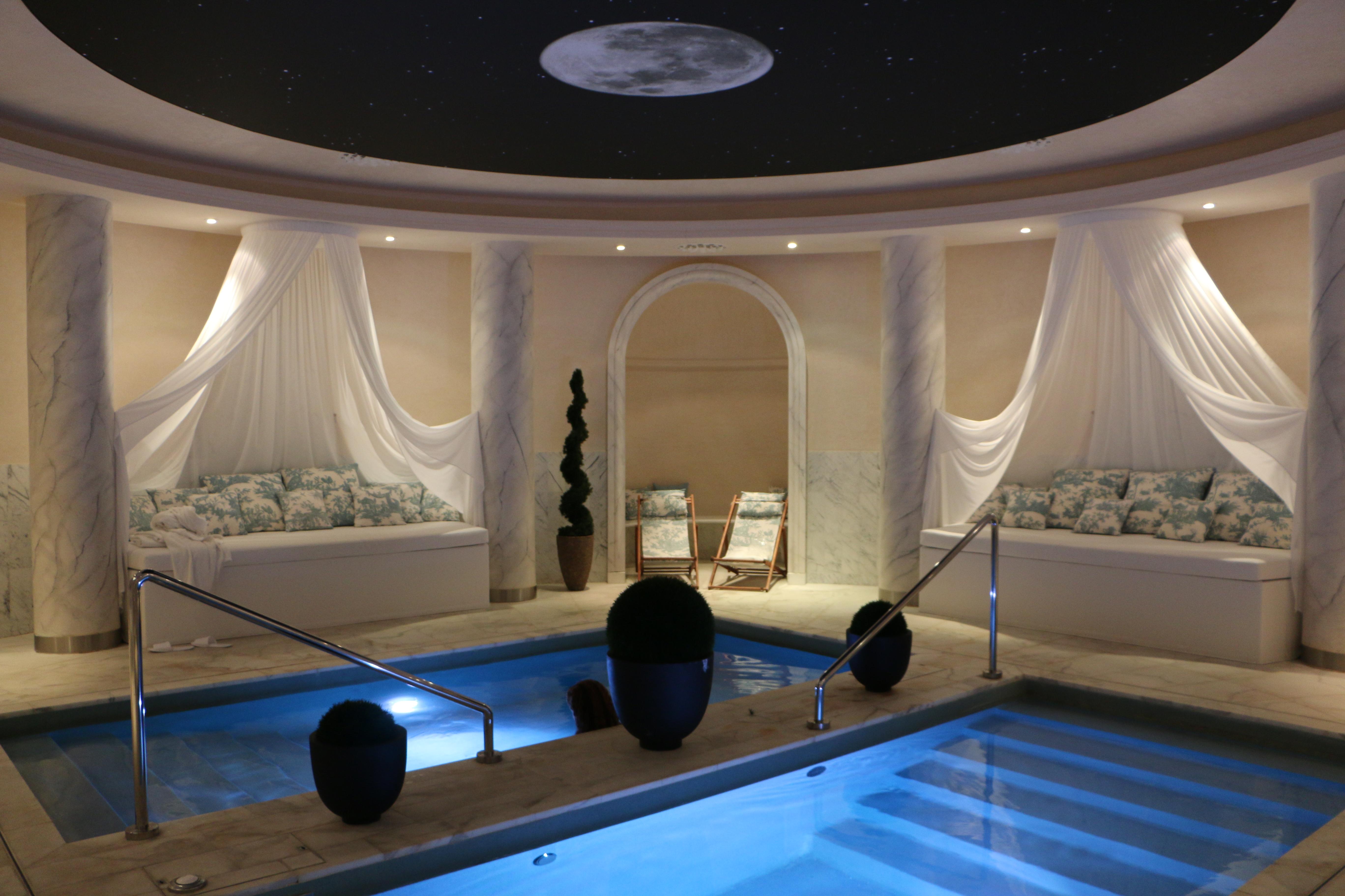 Aquamoon luxury spa At Place Vendôme